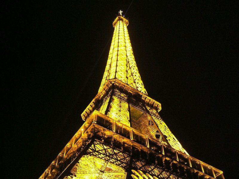 Torre Eiffel, espectáculo en el Moulin Rouge y crucero por el Sena